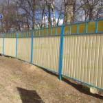 комбинированный+забор+из+профнастила+и+поликарбоната