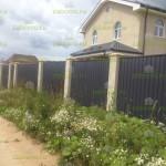 забор из профлиста с оштукатуренными столбами 1