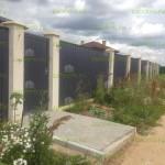 забор из профлиста с оштукатуренными столбами