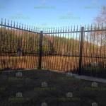 Сварной забор с декоративными элементами