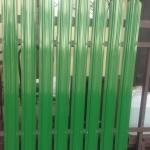 фото забора из штакетника Юникс Премиум, зеленый