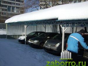 навес спасает от снега
