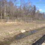 забор из сетки рабицы вдоль трасс и магистралей на трех протяжках