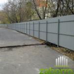 забор из профнастила С-8 в Москве на автостоянке