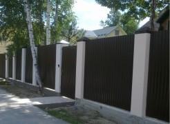 Как построить забор из профнастила своими руками
