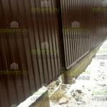17. Забор из профнастила с фундаментной лентой готов.