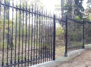 Кованый забор высотой 2,4м с фундаментной лентой 60х25см