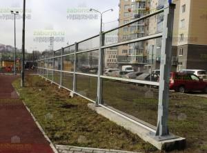 Забор из светопрозрачных панелей 2,4м около детской площадки
