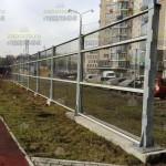 Шумоортажающий забор 2,4м около детской площадки. Из светопрозрачных панелей